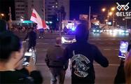 На Пушкина люди остановили машину ГАИ, ехавшую на демонстрантов