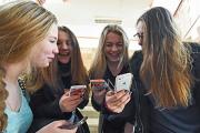 Роскомнадзор начнет очищать мобильные платформы от пиратов
