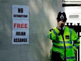 Основатель WikiLeaks попросил убежища в Эквадоре