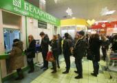 Население Беларуси уходит в минус по валюте