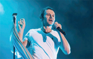 Вячеслав Вакарчук во время концерта в Минске посвятил песню Павлу Шеремету