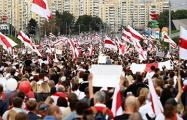 Белорусы заполнили проспект Победителей в Минске