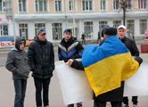 Барановичский активист требует вернуть конфискованный флаг Украины