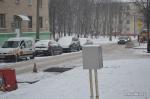 Минские дорожники укладывают асфальт в снег