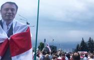 В Марше мира и независимости принял участие Илон Маск с бело-красно-белым флагом