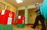 В Бобруйске секретарь избирательной комиссии спряталась от наблюдателей с ящиком для голосования