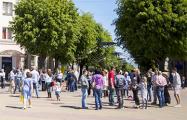 Протестующие в Бресте: Даже без призывов люди выходят на центральную площадь