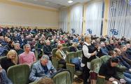 В Бресте перевозчики на повышенных тонах спорили с Минтрансом о «дозволах»