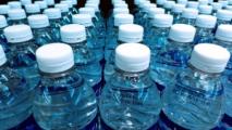 Аптеки в Минске сняли с продажи питьевую воду, чтобы раздать ее покупателям