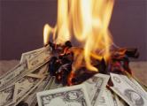 Пьяный пенсионер устроил костер из валюты, после чего убил жену