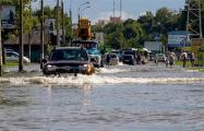 Беларусь после дождя: размытые дороги и «уплывшие» тротуары