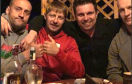 Фотофакт: Белорусские хоккеисты отметили вылет из элиты
