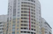 В Витебске появился бело-красно-белый флаг длинной на восемь этажей