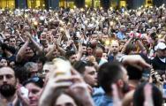 Видеофакт: В Грузии протестующие взяли штурмом здание парламента