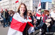 Беларусы прайшліся шэсцем па Варшаве
