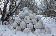 В минском парке появилась гора голов, похожих на Лукашенко
