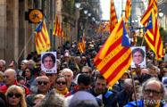 Протесты в Барселоне: Митингующие прорвали кордон полиции у парламента Каталонии