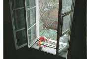 В Турции дворник поймал упавшего с седьмого этажа ребенка