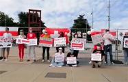 В Швейцарии прошла акция солидарности под бело-красно-белыми флагами