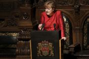 В бундестаге заявили о готовности Меркель снять антироссийские санкции