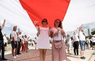 Фоторепортаж с самого большого митинга в истории Беларуси