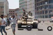Самолеты коалиции сбросили ящики с оружием сторонникам Хади в Адене