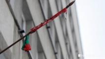 В Екатеринбурге при нападении на отделение посольства сожгли белорусский флаг