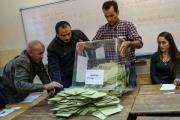 Правящая партия Турции вернула большинство в парламенте