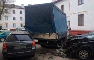 В Минске бесправник на угнанной Volvo разбил как минимум восемь авто