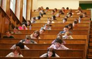 Профессора белорусских вузов не смогут стажироваться за границей больше недели
