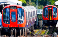 Видеофакт: Бывшего главу Евротоннеля толкнули под поезд в Лондонском метро