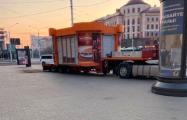 Последний минский киоск «Хутка Смачна» увезли с Немиги