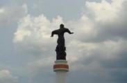 В Крыму сносят украинские памятники