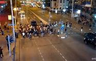 На Немиге протестующие заблокировали бус караевцев