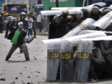 При столкновениях в Джакарте пострадали 54 человека