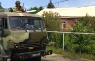 Армянские сельчане остановили колонну российских солдат и заставили извиниться