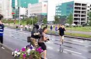 После Марша демонстрантов задерживали и избивали неизвестные с дубинками