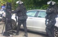 Во Франции неизвестный захватил заложников
