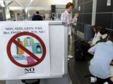 В Великобритании через год разрешат проносить жидкости в самолет