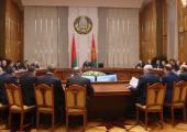 """""""В стране нет красных директоров и олигархов"""". Лукашенко обещает плечо машиностроителям"""