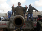 Каддафи потерял контроль над окраинами Триполи