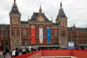 Автомобиль въехал в толпу людей у центрального вокзала Амстердама