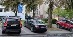 Как выглядят парковки чиновников в обычный день и в День без авто