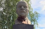 В Малечи не смогли отмыть памятник Ленину от краски