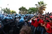 Сицилийская полиция разогнала противников G7 слезоточивым газом