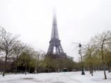 Эйфелеву башню закрыли из-за снега