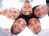 Дружба с коллегами делает людей счастливыми