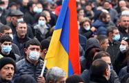 Протестующие в Ереване заблокировали здание парламента