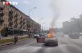В Минске на проспекте Независимости открытым пламенем горел автомобиль