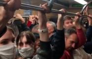 Минчане в метро скандируют «Жыве Беларусь!»